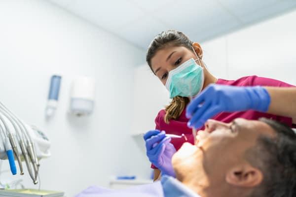 Tandläkare i Solna – hur blir jag tandläkare?